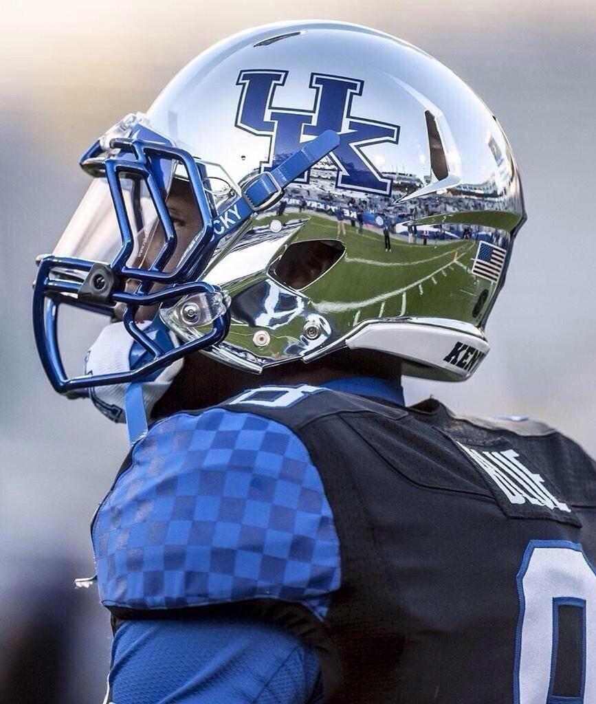 Pin von Tom Hauser auf Football uniforms in 2020 Sport