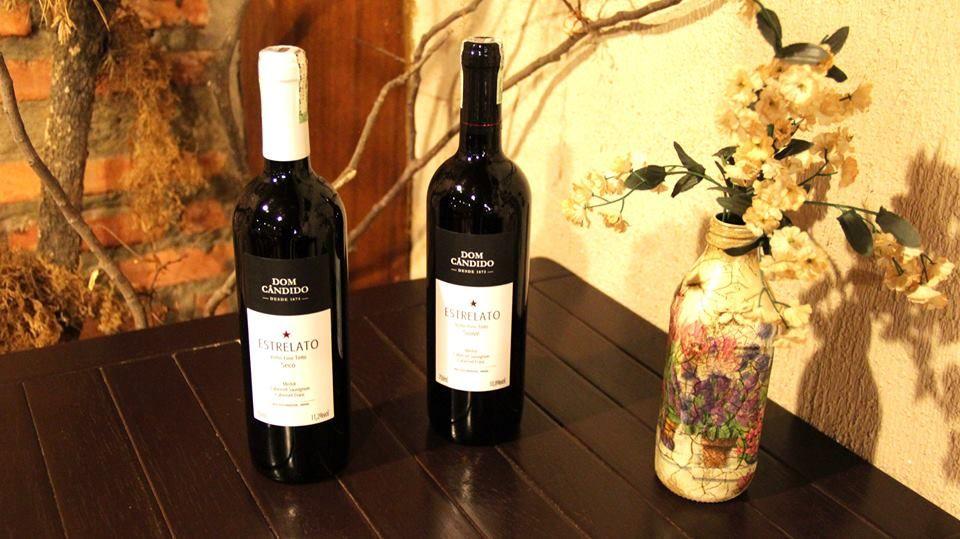 O vinho tinto seco é mais encorpado e o suave tem sabor que lembra frutas vermelhas :)