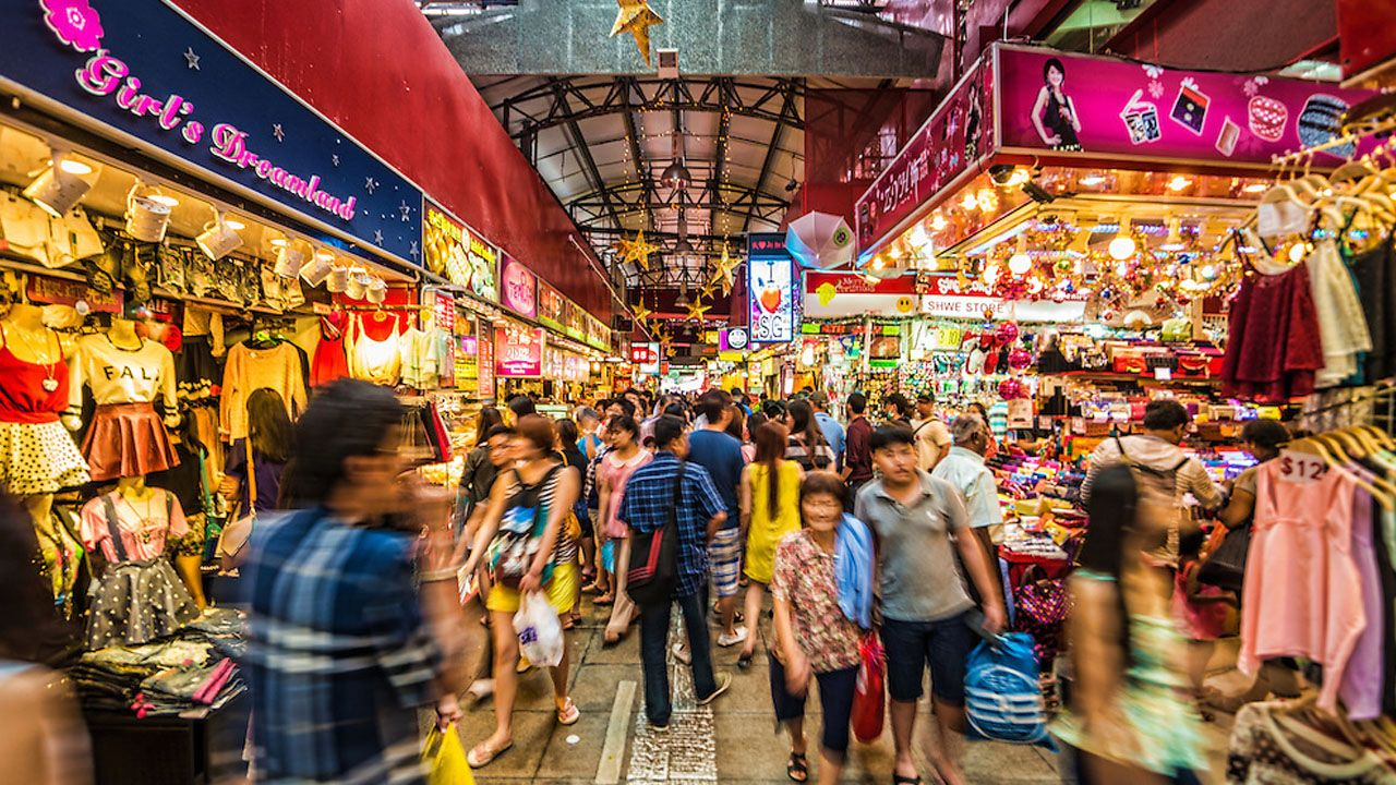 Bugis Street Best Place To Buy Cheap Souvenirs In Singapore Cool Places To Visit Singapore Singapore Things To Do