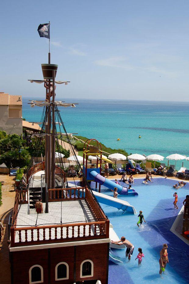 Hoteles En Mallorca Y Menorca Con Piscinas Barco Pirata Hoteles En Mallorca Complejo Turistico Viajar Por España