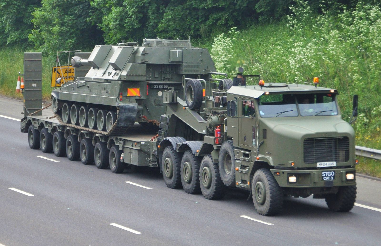 The Oshkosh 1070F (8×8) heavy equipment transporter (HET) became the new British Army heavy tank transporter in 2001 replacing the Scammel Commander. The vehicle has been in production by Oshkosh since 1992 and they have supplied over 2,600 of them to the US Army in various engine configurations such as the 1070E and the 1070E1. The UK version (1070F) had to be supplied with compliance to European legislation on emissions (EURO III).
