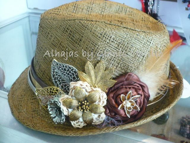 Sombrero decorado muy apropiado para dar un toque - Decoracion de sombreros ...