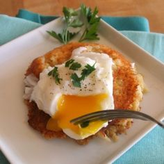 Yummy! The cakes actually taste like hash browns! Cauliflower Quinoa breakfast cakes by momwhatsfordinner