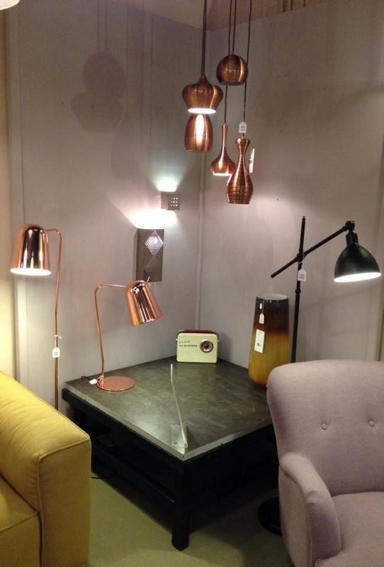Showroom Winkel Interieur Verlichting Landelijke Industriele Verlichting Zoals Vloerlamp Hanglamp Tafellamp En Wa Winkel Interieur Interieur Woonkamer Tafel