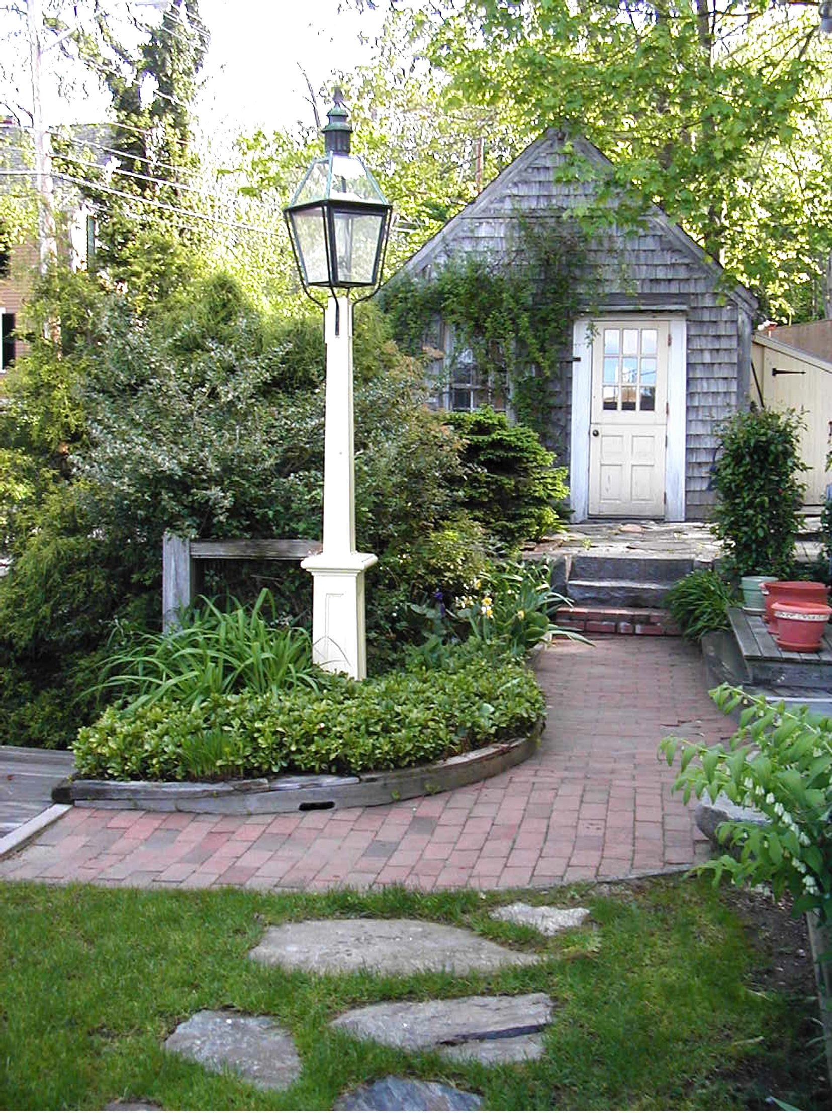 Light Post Landscaping Ideas Part - 45: This Antique Oil Lampu0027s Post Becomes The Center Point