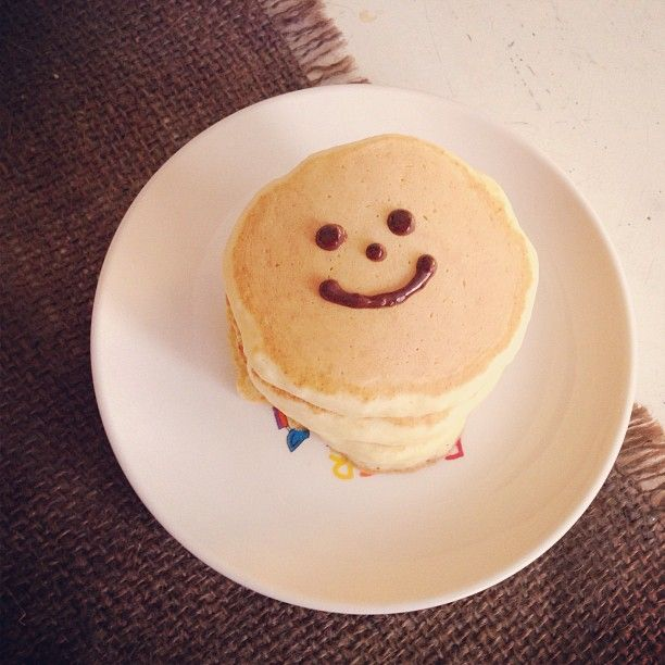 Hot cakes ~ happy face | Mini desserts, Sweet recipes