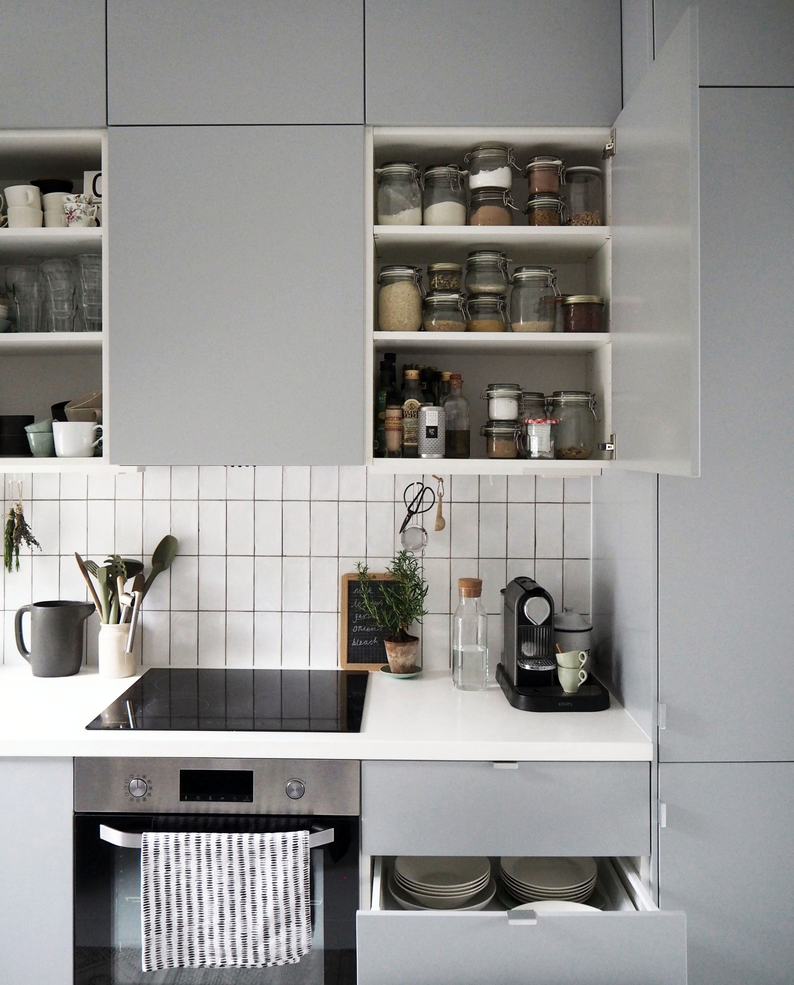 Smal Kitchen Ideas To Transform Your Portable Room Into A Smart Super Organised Space Ikea Small Kitchen Kitchen Remodel Small Small Space Kitchen
