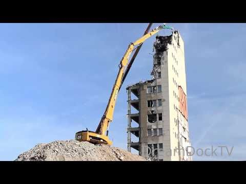CATERPILLAR 385C HIGH REACH DEMOLITION EXCAVATOR RIPPING DOWN BUILDING http://vpmblogs.blogspot.com.br/