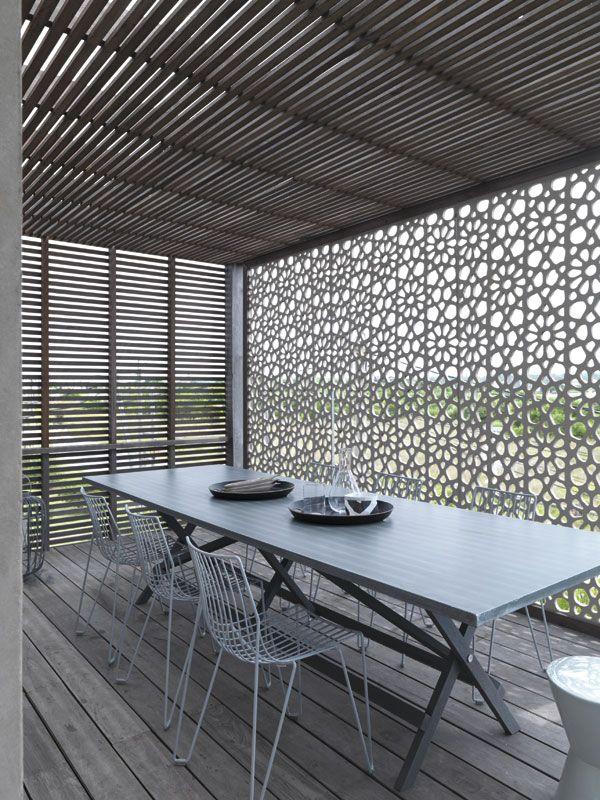 regardsetmaisons moucharabieh plein soleil et nuances. Black Bedroom Furniture Sets. Home Design Ideas