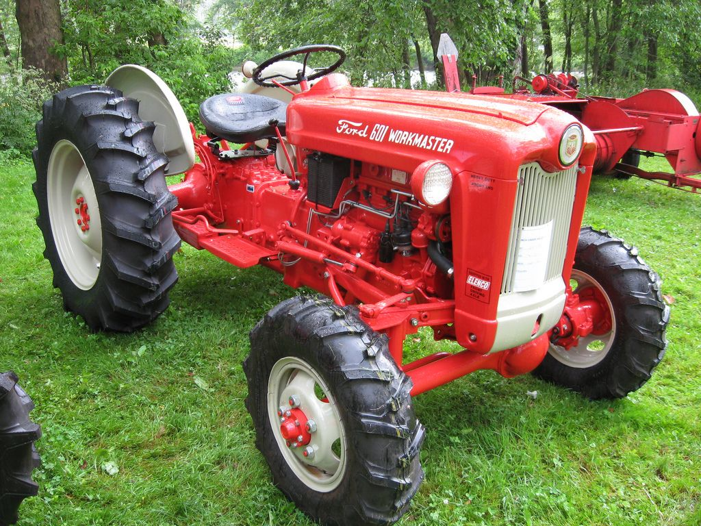 Vintage Front Wheel Drive Tractors : Ford tractor description workmaster with