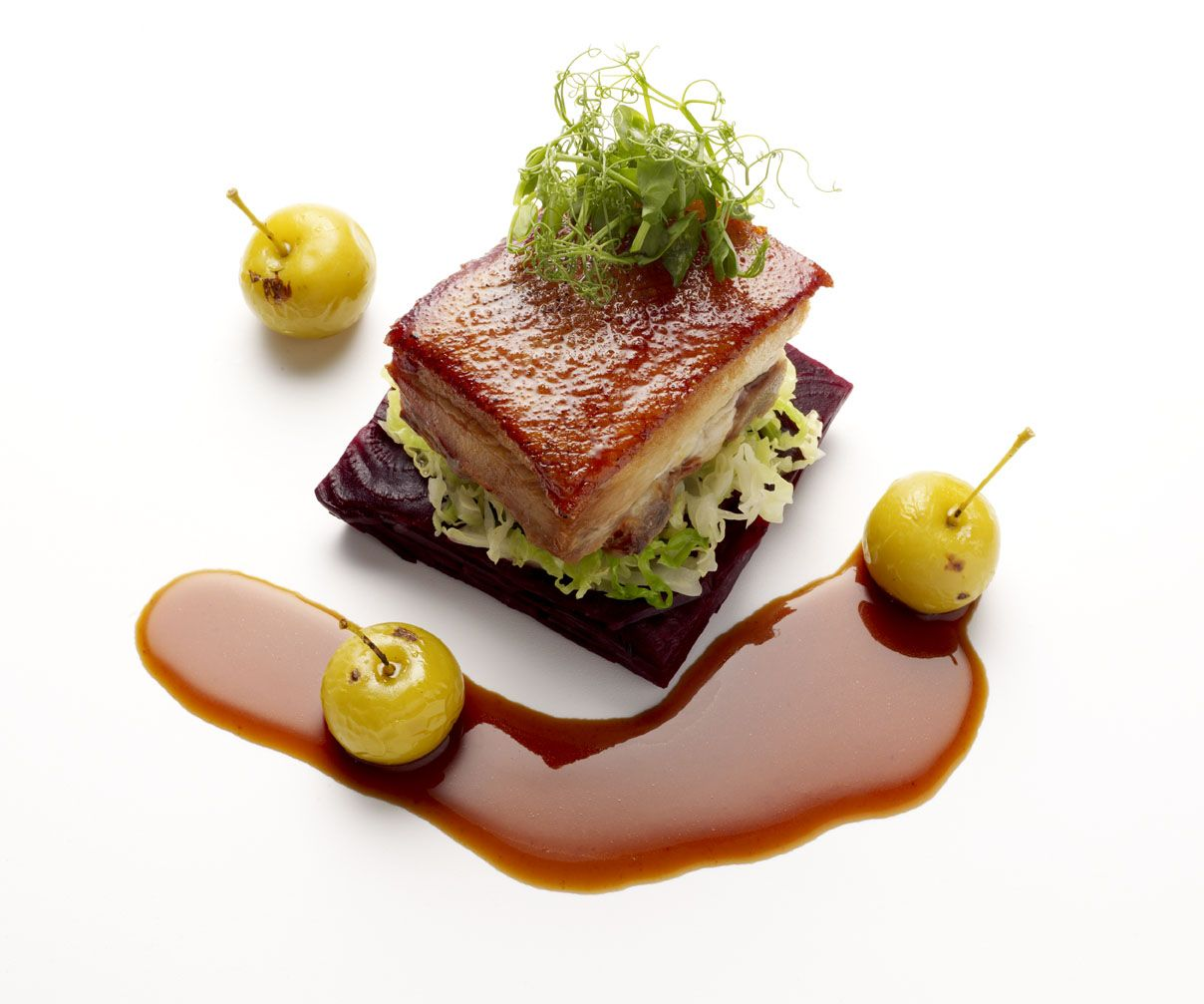 Inconnu chef pork belly food plating signature for Art de cuisine plates