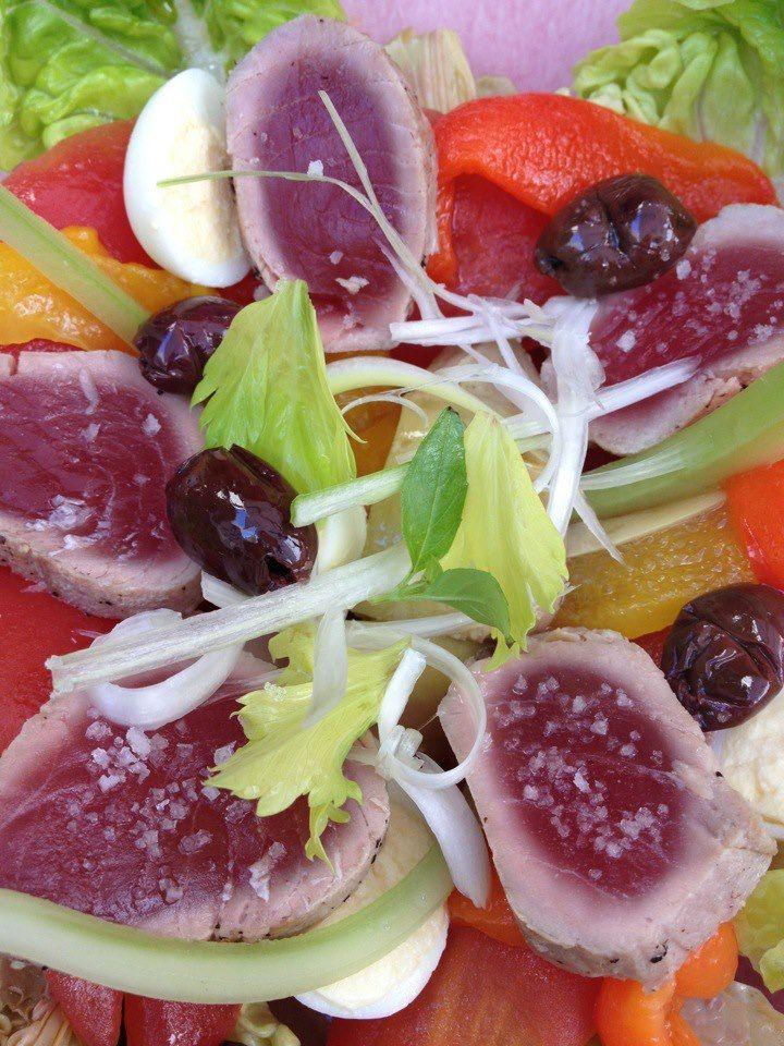 salade nicoise au tataki de thon