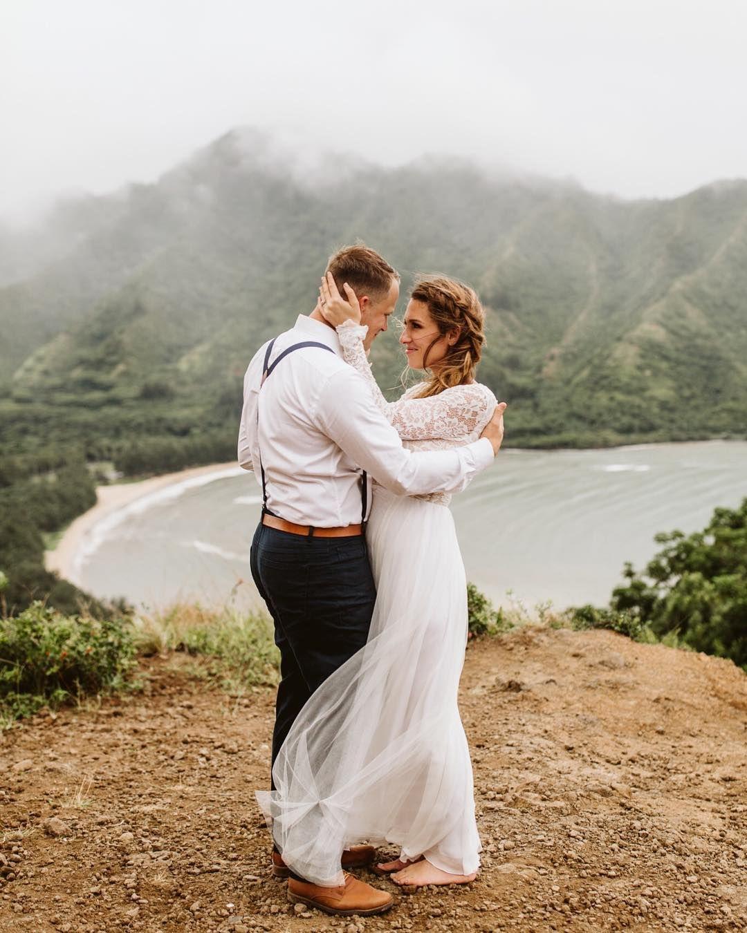 Oahu hiking mountaintop elopement. Hawaii. Adventurous