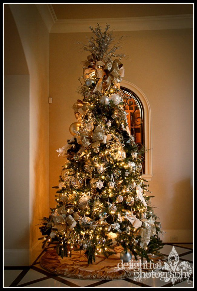 9 ft Prelit tree, elegantly decorated 9ft christmas