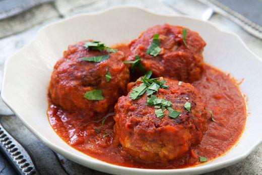 Italian Meatballs http://simplyrecipes.com/recipes/italian_meatballs/?utm_source=feedburner&utm_medium=feed&utm_campaign=Feed%3A+elise%2Fsimplyrecipes+%28Simply+Recipes%29&utm_content=Netvibes