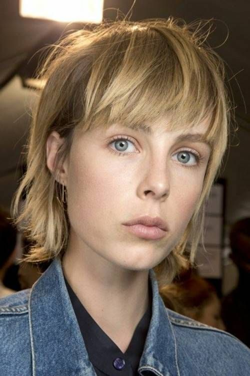 hairstyles medium-length stage with oblique pony folkly