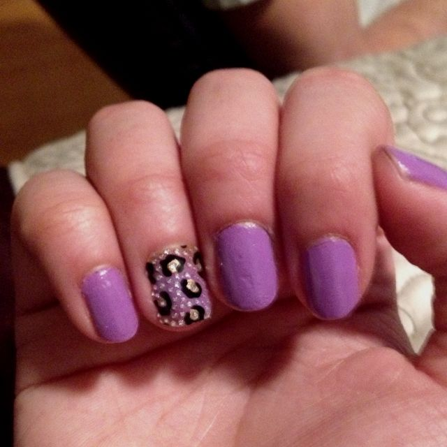 Love when one nail is different fe the rest | Hair & Beauty ...