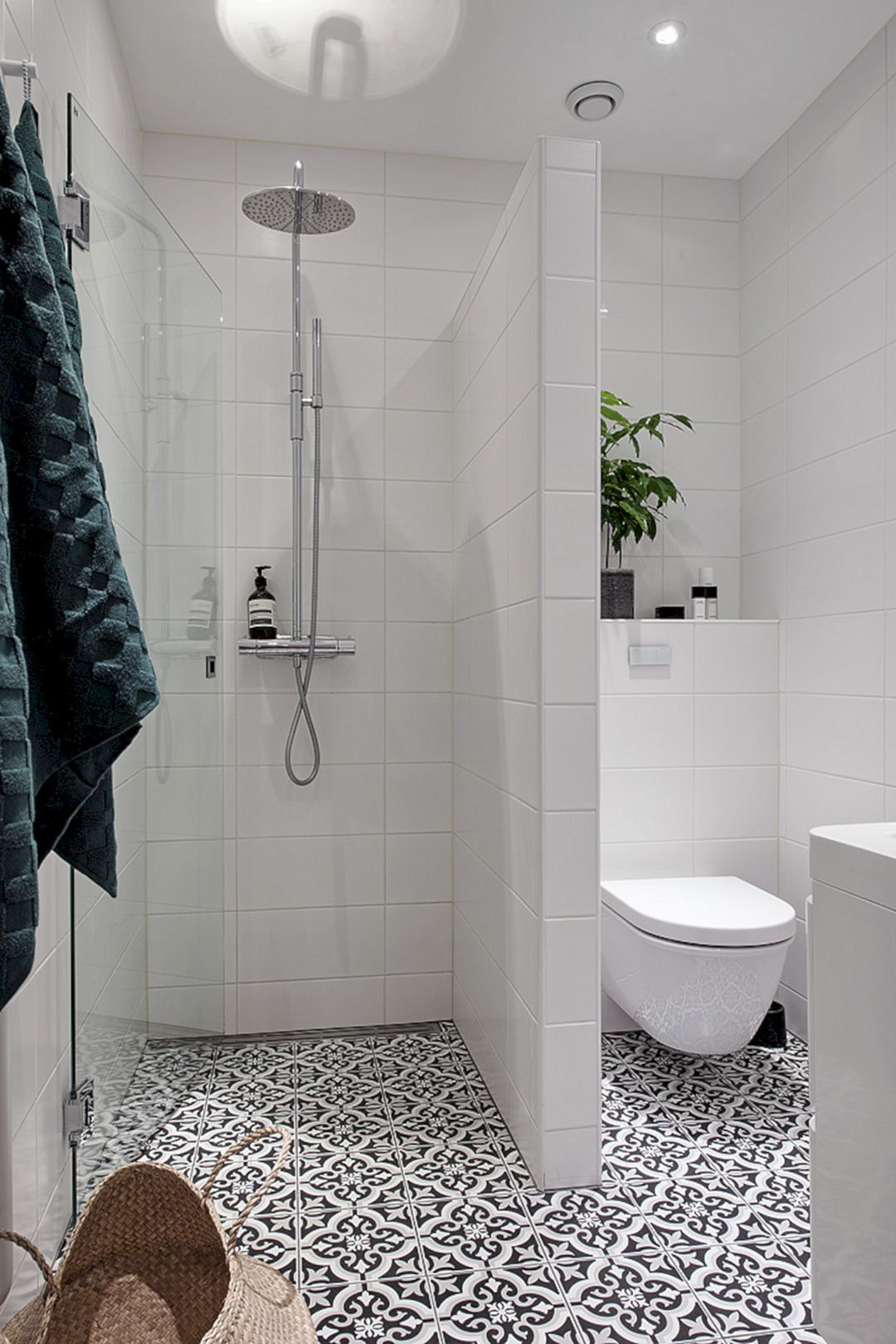 115 Extraordinary Small Bathroom Designs For Small Space 036 Small Bathroom Layout Bathroom Design Small Small Bathroom