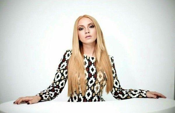 Pin By Aravela Arca On Ece Seckin Turkish Pop Pop Music Ece