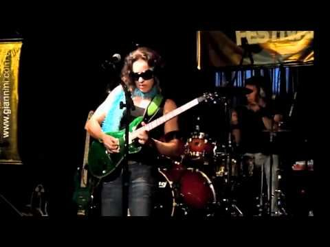 ▶ Marise Marra - Arrebatador - GuitarPlayer Festival 2011 - YouTube