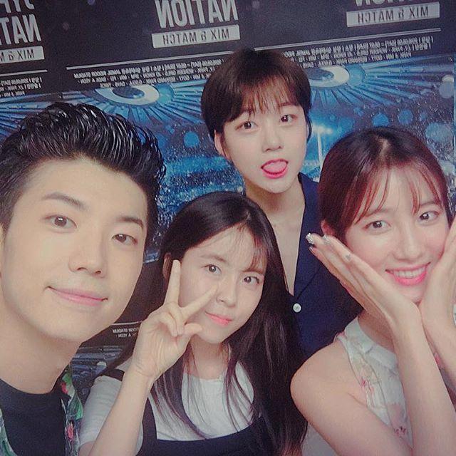 Wooyoung de 2pm con tahiti´s Ari y Jisoo