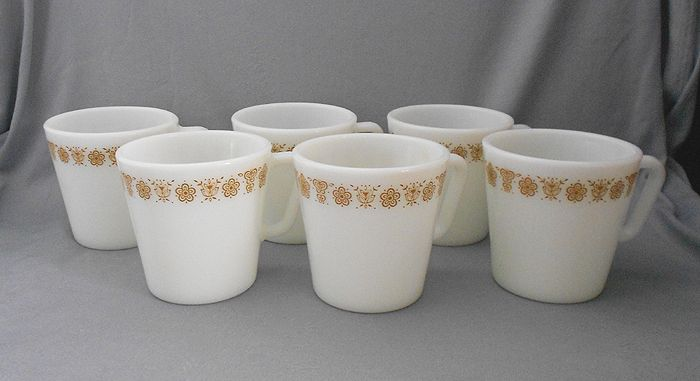 1970s Vintage Pyrex Erfly Gold Milk Gl Coffee Mugs Excellent Set Of Six Retro White Cups Featuring The D Handle And Rimmed With