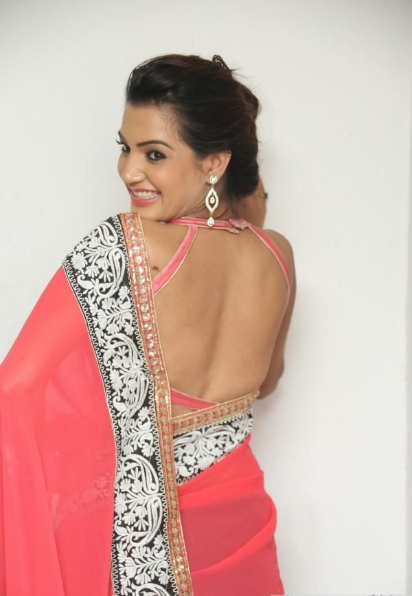 Hot Indian Backless saree pics presented by hot actress ...