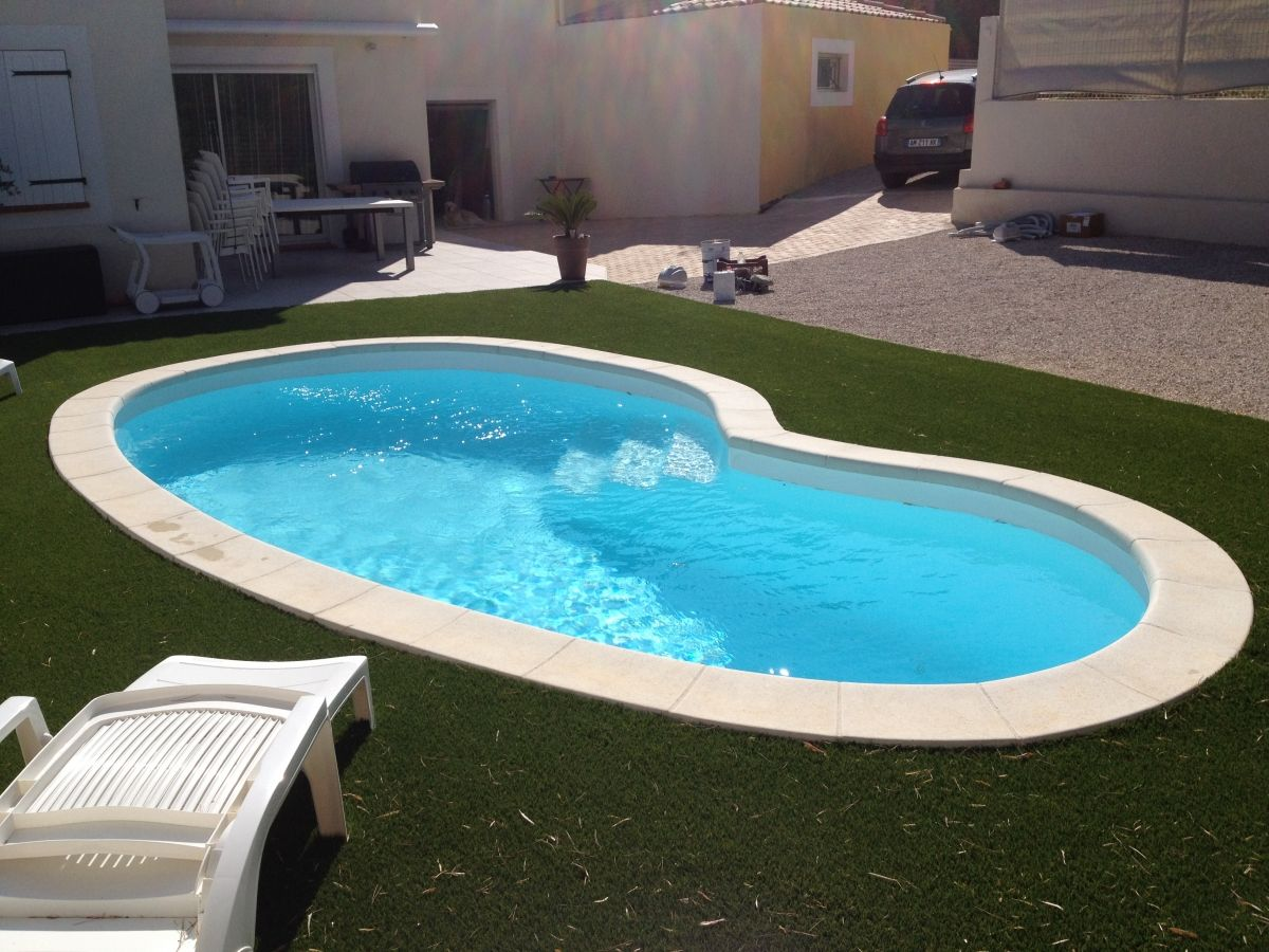 coque piscine forme haricot