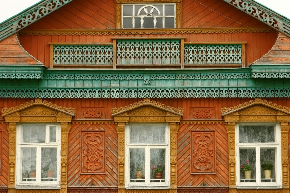 Architecture Carved Wood House Exterior Designs Celebrating Central European  And Russian Traditions: Bright Color Carved
