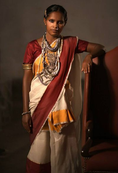09b9963403 Santhal women from Jharkhand in her traditional garb | Shada Saree ...