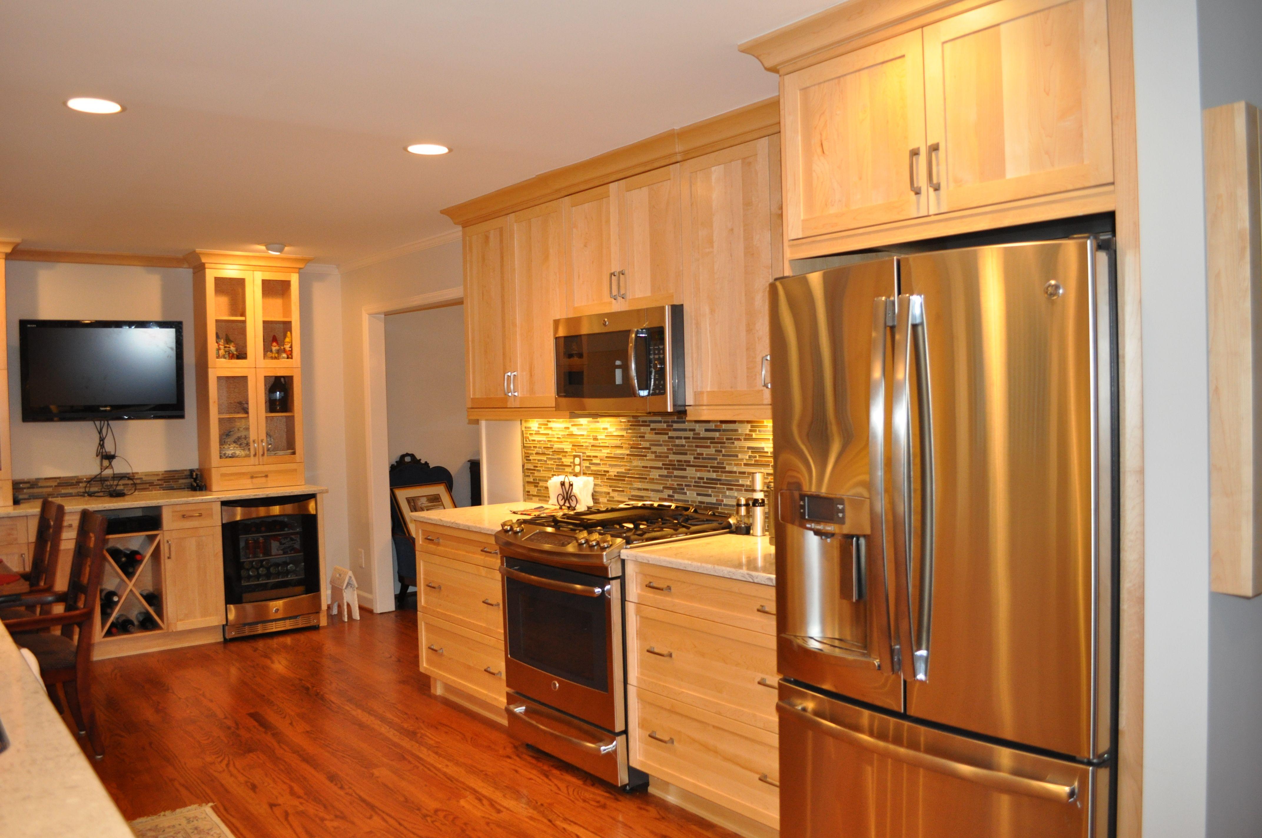 Natural maple kitchen #kbgnh | Maple kitchen, Kitchen ...