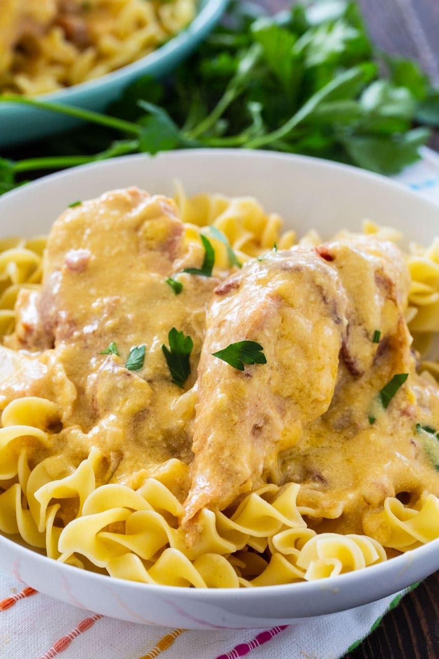 Sour Cream And Bacon Crockpot Chicken Spicy Southern Kitchen Recipe In 2020 Crockpot Chicken Sour Cream Chicken Cooking Meat