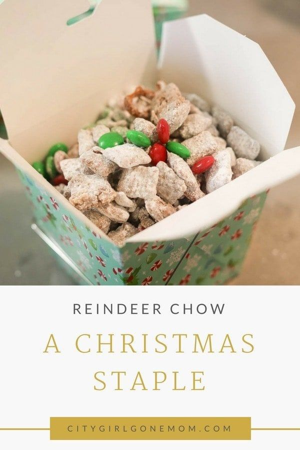 Looking for a fun Christmas treat? This recipe is easy to make and quick to whip up! Even the pickiest of kids will love this colorful, fun holiday snack! #christmas #christmasrecipe #recipe #christmastreats #christmassnacks #kidsnacks
