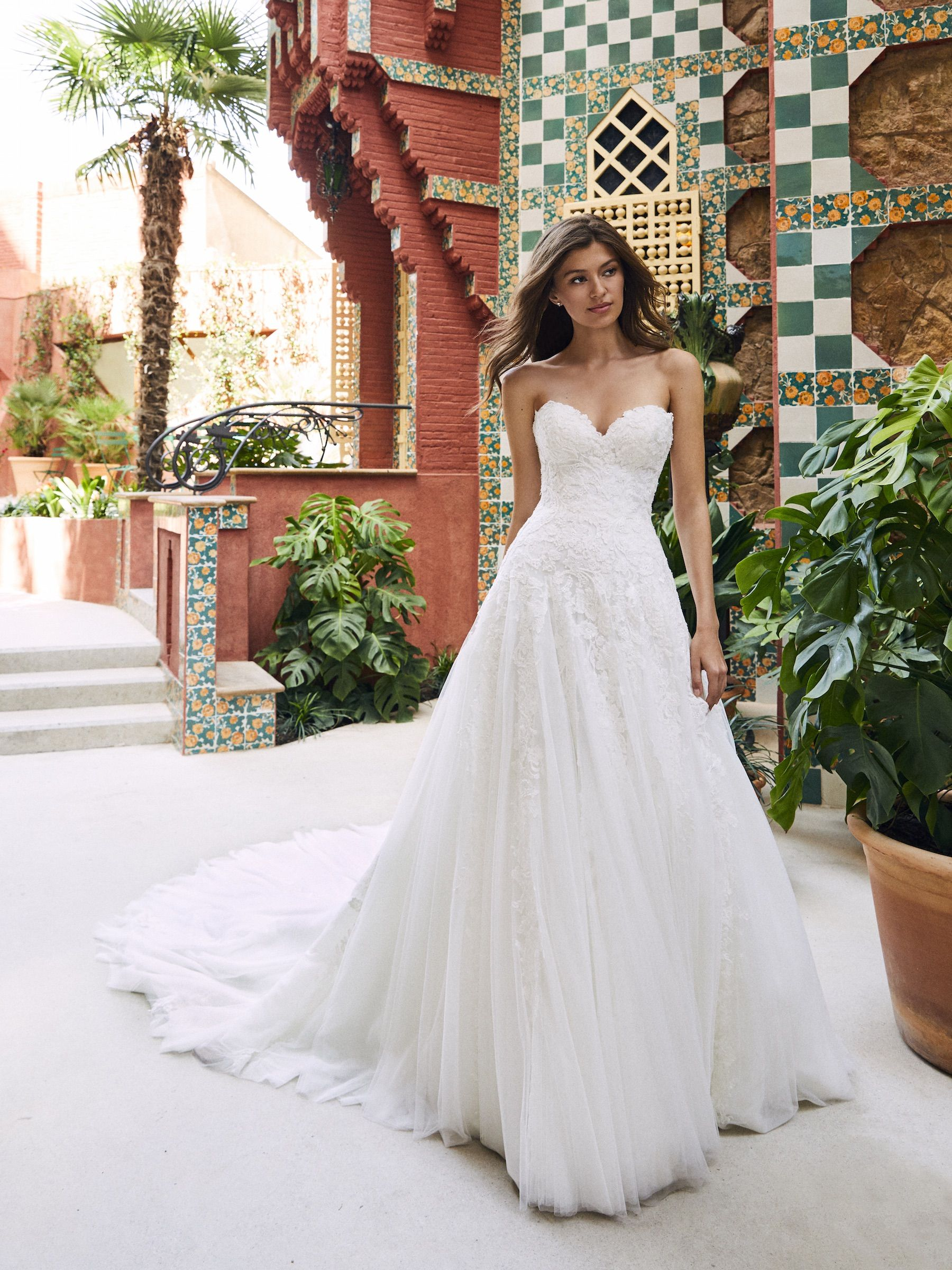 A Line Wedding Dress With Full Skirt Fitted At The Natural Waist Layers Of Tul Strapless Wedding Dress Sweetheart Tulle Wedding Dress Sweetheart Wedding Dress