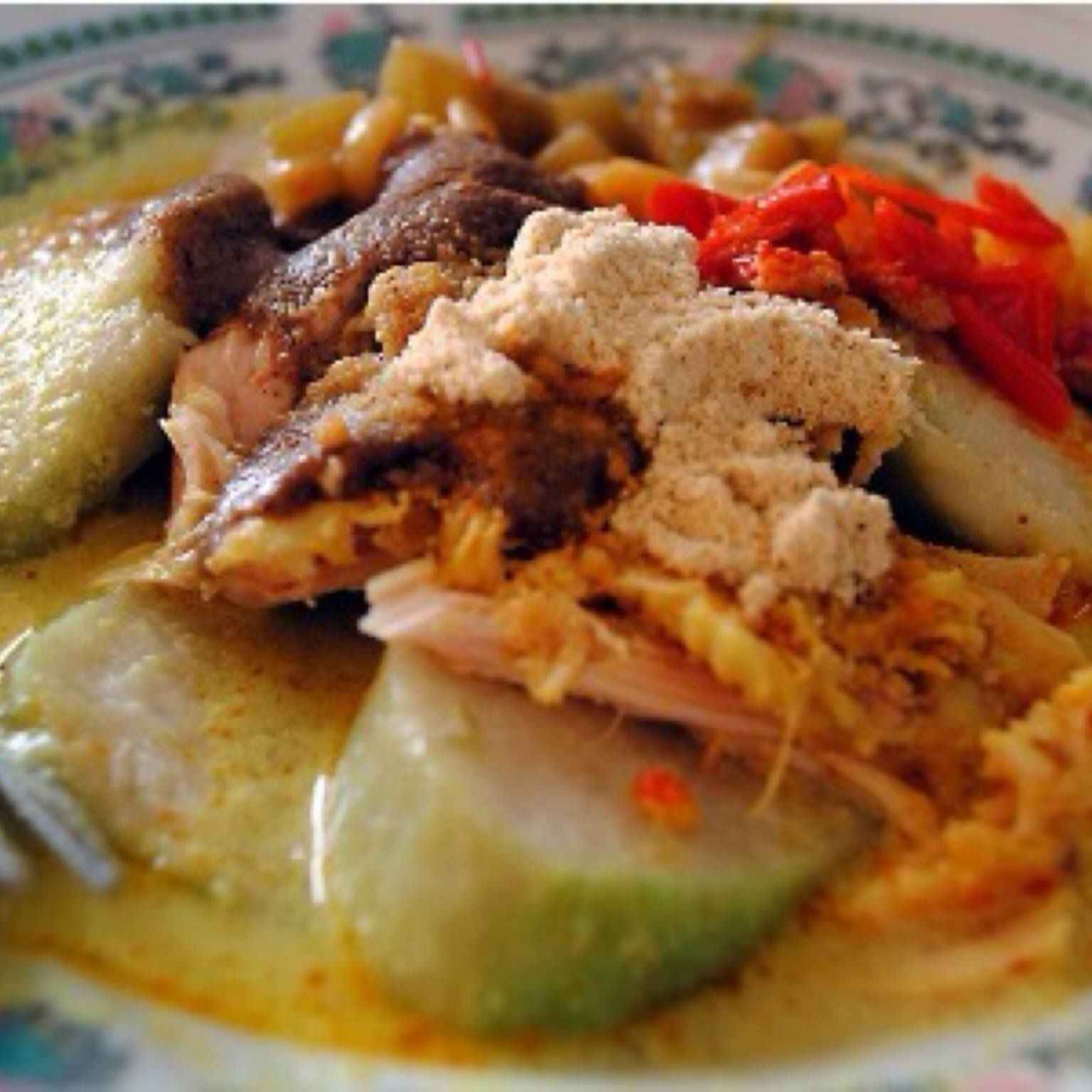 The Famous Lontong Cap Gomeh Lontong Sayur Godok Opor Ayam Suwir Telor Pindang Sambal Merah Makan Malam Masakan Masakan Indonesia