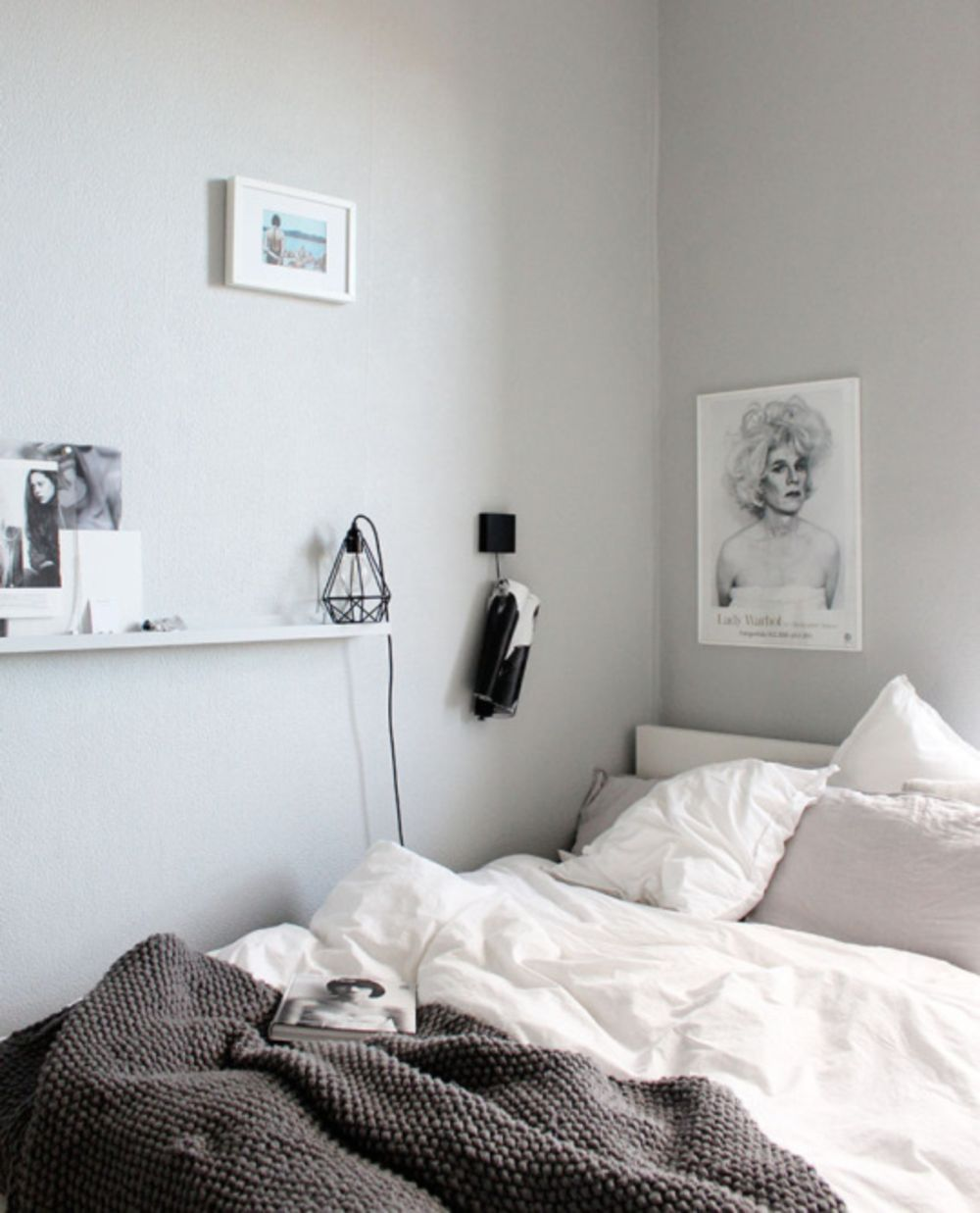 cool 37 Minimalist Small Bedroom with Monochromatic