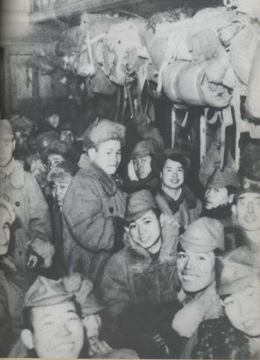 昭和21年(1946年)、列車で名古屋へ向かう復員兵の皆さんです。   古 ...