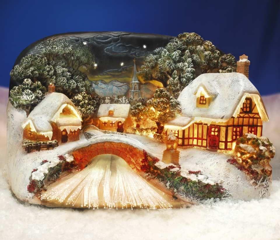 beleuchtetes keramik lichthaus idyllisches dorf am fluss