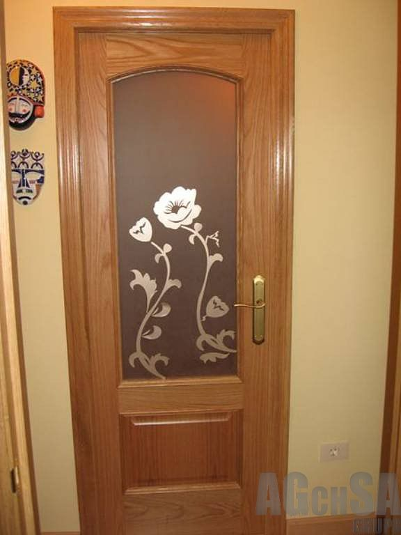 Puerta con cristal decorativo puertas de madera for Burlete puerta decorativo