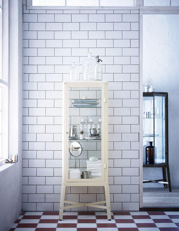 Ikea Arredo Bagno Roma.Con Poche Mosse Il Bagno Si Rinnova Glasschrankturen Ikea Vitrine