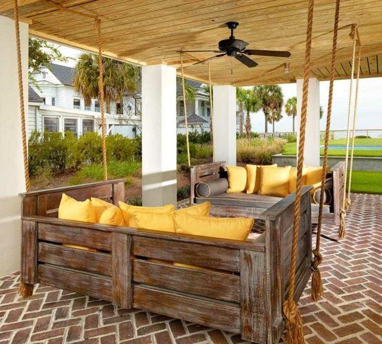 Muebles hechos con palets de madera cincuenta ideas - Columpios de madera para jardin ...