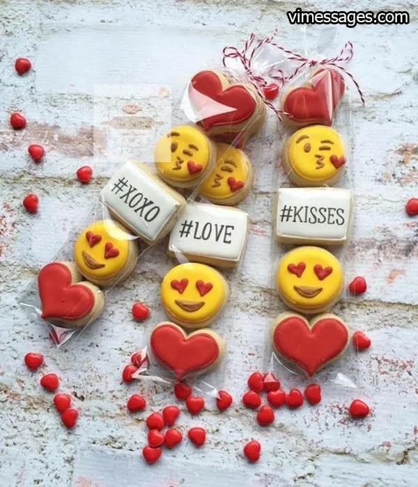 50 Valentine S Day Emoji Happy Valentine S Day Emoji Happy Valentine S Day Emoji Art En 2020 Decoracion De Galletas Galletas De Amor Galletas De Azucar Decoradas