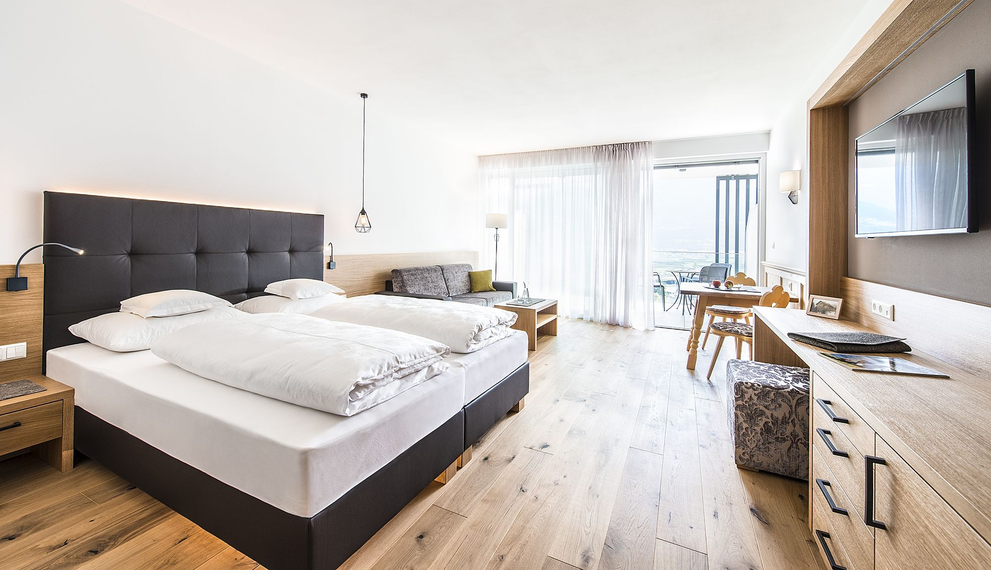 panorama-suite-deluxe moderne trifft auf tradition. neue 45 m² große