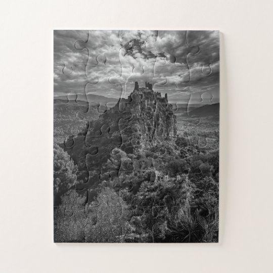 Puzzle de un castillo medieval bajo la tormenta