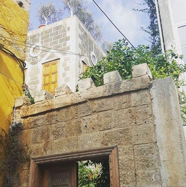 بيوت ومنازل تراثية في مدينة صور جنوب لبنان Tyre South Lebanon Old Houses Structures Traditional