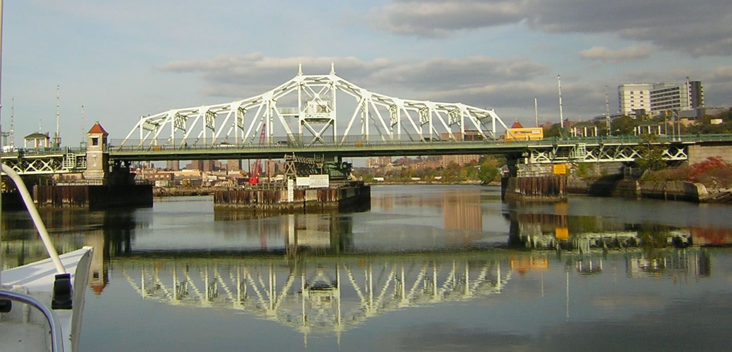 The University Heights Bridge Opened In 1908 It Crosses The Harlem River Connecting Manhattan To The Universi University Heights Upper Manhattan Marble Hill