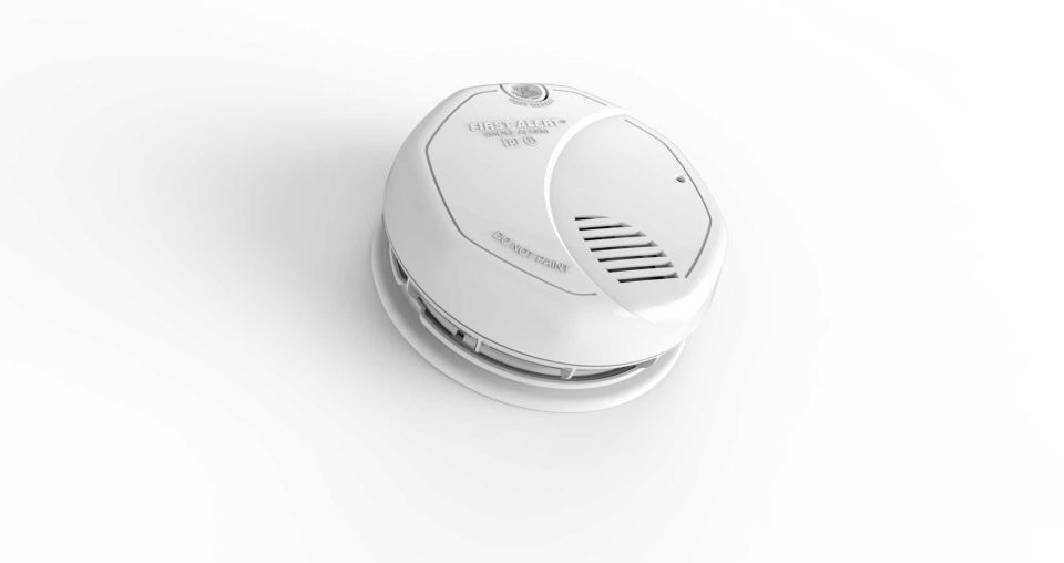 First Alert is the only commercially available photoelectric and ionization dual-sensor smoke alarm with a 10-year sealed lithium battery, offering a decade of protection against both smoldering and fast-flaming fires. Sealed into the device, the battery doesn't need to be replaced for the life of the alarm. Its Smart Sensing Technology helps eliminate false alarms and the end of life timer sounds when the unit needs replacement. Includes mounting hardware and is backed by a 10-year limited…