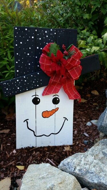 Snowman Made With Pallet By Maria Rodriguez Pallet Christmas Christmas Wood Crafts Xmas Crafts