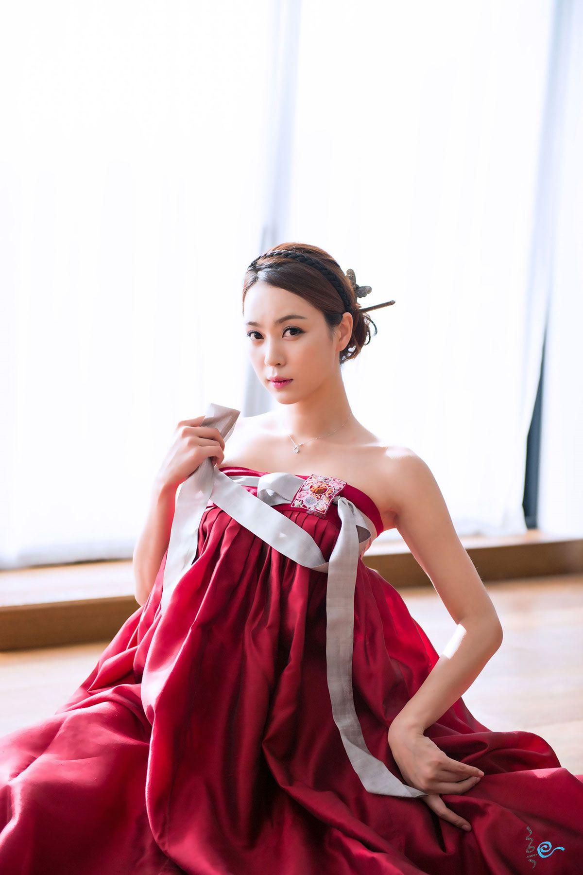 Sexy hanbok