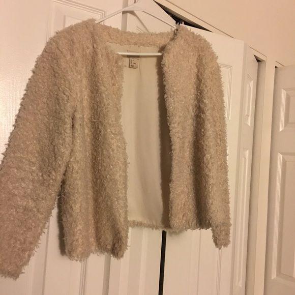 ⭐️H&M Beige Soft Faux Lamb Fur Coat⭐️ Condition good, 80% new, size 6           Color beige, pretty elegant and cute              Good match with dresses/ jeans                     No damages or tears H&M Jackets & Coats
